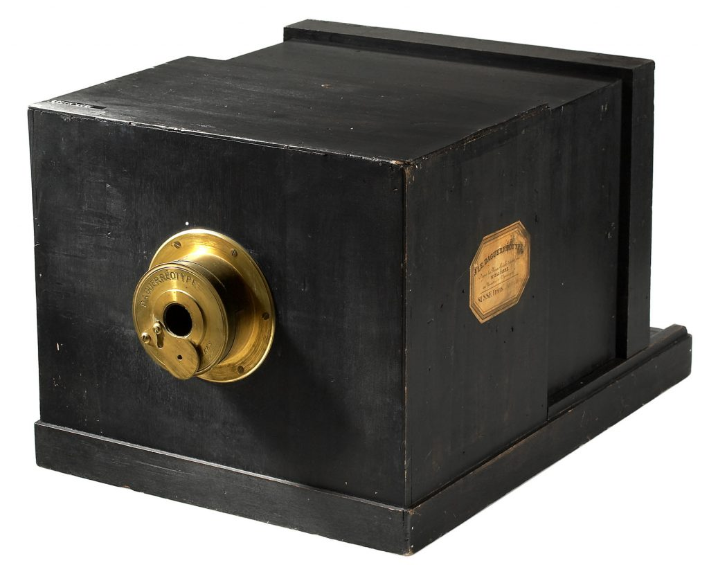 Daguerreotype camera made by Maison Susse Frères in 1839, with a lens by Charles Chevalier