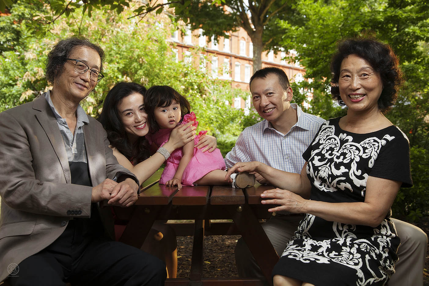 Portrait session with Chinese family in park in London.